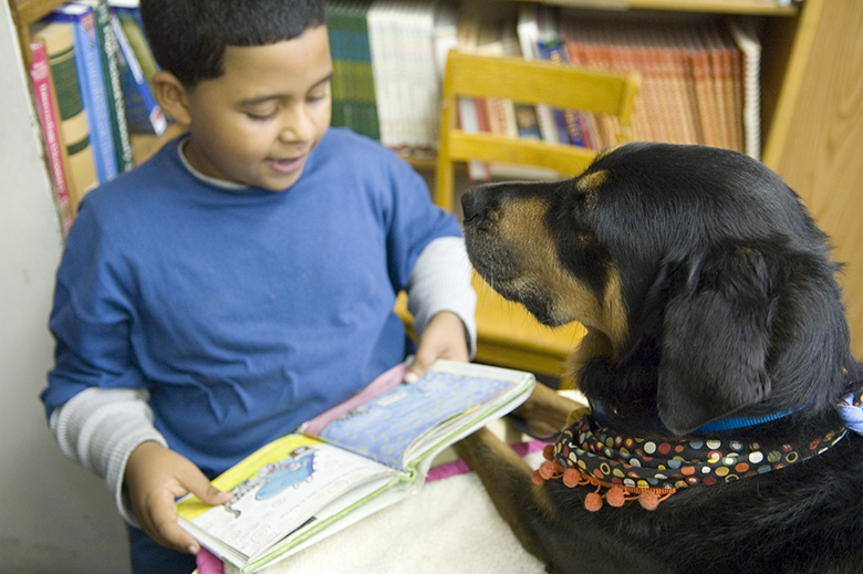 student reading to Good Dog