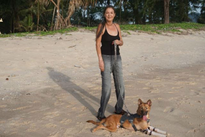 Gill Dalley and Cola at the beach. Image via Soi Dog Foundation.