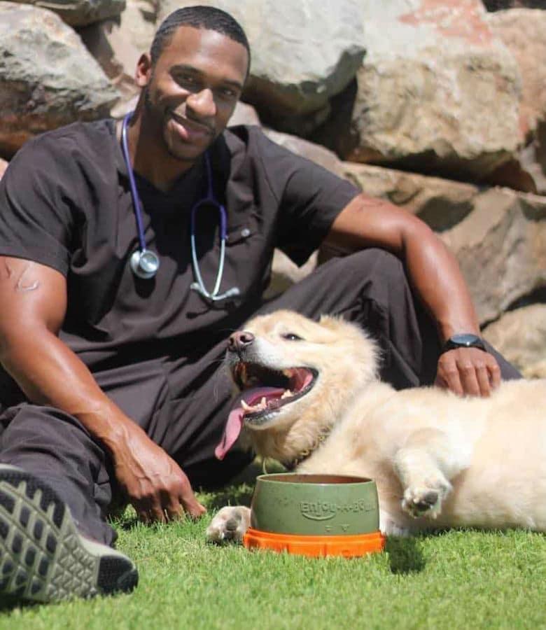 Entreprise de chiens appartenant à un noir Enjoy-A-Bowl
