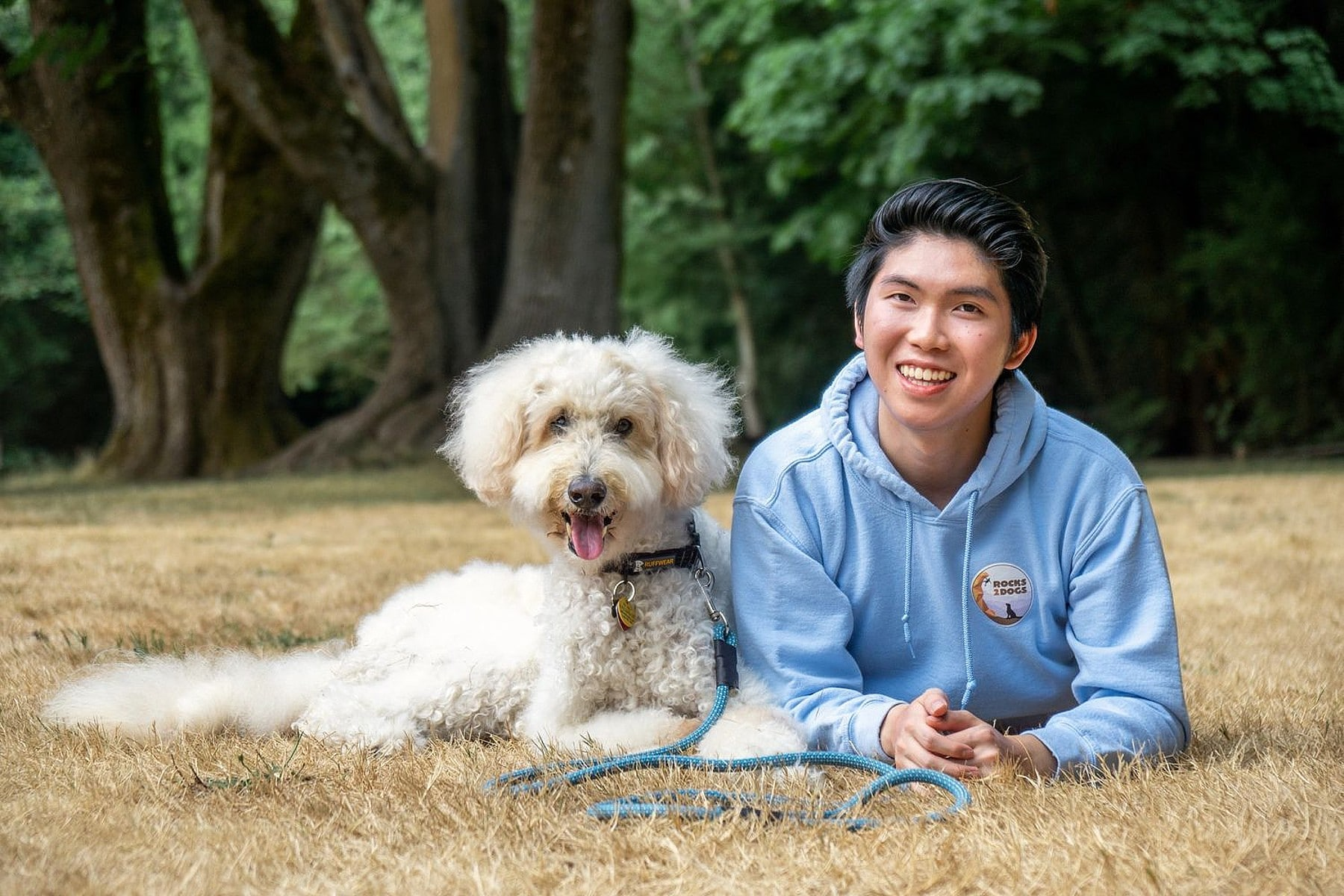 Teen Helps Shelter Dogs by Turning Old Climbing Rope Into Leashes and Donating  Profits
